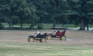 7336-1905-cadillac-vs-1905-stanley-steamer